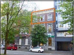 Beau plateau de bureaux au deuxième étage d'un bel immeuble de caractère situé au coeur de la ville de Liège, pour