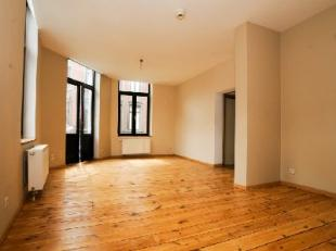 LIEGE (Guillemins) A LOUER Appartement (au 1er étage) composé de 2 chambres, hall, living, cuisine équipée, salle de bains