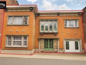 HERSTAL : Impressionnant immeuble de caractère construit en 1952 avec des matériaux nobles. Bien que cet immeuble soit à rafraich