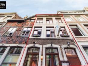 LIEGE : Vous êtes à la recherche dun immeuble commercial en plein centre-ville de Liège ? Cette maison parfaitement entretenue, ac