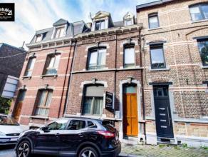 LIEGE: A la limite de Grivegnée et à proximité direct du centre-ville, cette jolie maison est dotée de 4 chambres et de 2