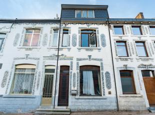 Flémalle (Souxhon) : Au calme, cette maison à la façade originale et aux grands volumes a du être abandonnée par sa