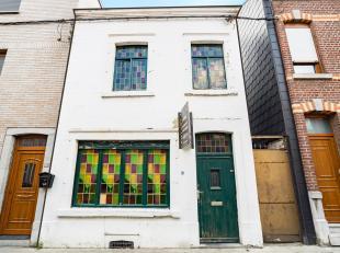 Jemeppe; Op zoek naar uw eerste aankoop of investering? dit huis 2 slaapkamers, met tuin en zijgang, wachtend op uw ideeën voor renovatie. Kom he