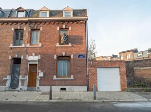 LIEGE: La jolie façade de cette maison abrite de beaux volumes pour votre famille. Son rez-de-chaussée dispose de belles pièces d