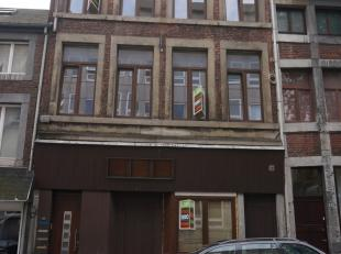 Appartement composé d'un hall, cuisine (semi-équipée), salon, deux chambres et salle-de-bains avec WC. Surface habitable de +/- 8