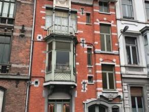 OPTION ! A 100 m de la gare TGV, cette maison de maître représente env. 320 m² habitables répartis en 4 appartements. . Cour.
