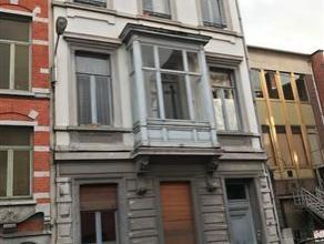OPTION ! A 100 m de la gare TGV, cette imposante maison de maître représente env. 400 m² habitables répartis en 4 appartement