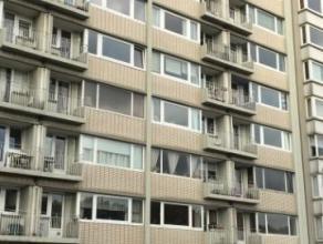 Grand et bel appartement 1 chambre complètement remis à neuf avec vue imprenable sur la Meuse. Il se compose comme suit : hall d'entr&ea