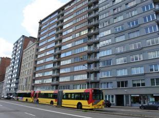 Appartement situé sur le quai Saint Léonard, belle vue Meuse et qui se compose comme suit :<br /> Hall d'entrée, living, cuisine,