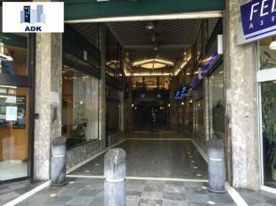 Plateau de bureaux de 185m² situé dans la Galerie de la Sauvenière.<br /> Loyer de 1.350 + provision de charges de 450.<br /> Bail