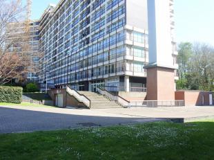 Liège-Cointe : Beau studio lumineux situé sur les hauteurs de Cointe dans le domaine du Bois d'Avroy. Il est composé dun hall den