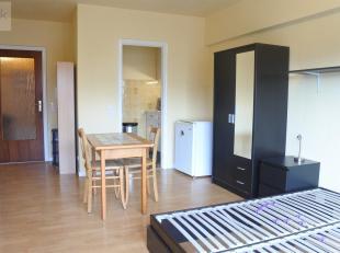 Liège : Studio  meublé situé au 7ème étage d'une résidence calme. Il se compose d'un hall d'entrée av