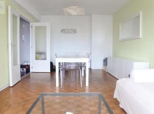 Liège : Proche de toutes commodités, du centre-ville et de la gare des Guillemins. Bel appartement 1 chambre avec balcon. Il est compos&