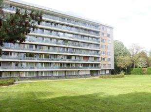 Liège : Spacieux appartement 2 chambres avec vue sur la ville de Liège. Il est composé d'un hall d'entrée, séjour s
