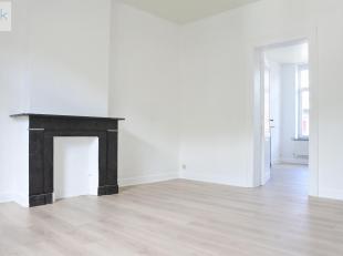 Liège : Appartement 1 chambre composé dun séjour, cuisine semi-équipée et salle de douches vous attend à un