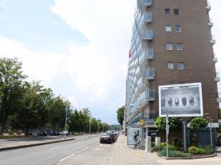Liège-Angleur : Bel appartement 3 chambres avec vue sur l'Ourthe composé d'un hall d'entrée, d'un séjour avec ouverture su