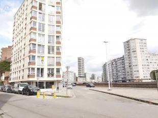 Liège : Face à la Dérivation, proche des commerces, du centre-ville et des transports en communs. Beau studio lumineux rén