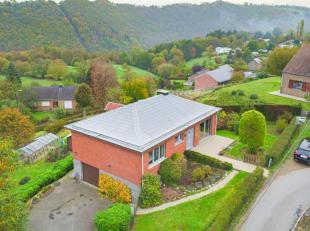 Découvrez cet impressionnant bungalow 3 chambres avec jardin, disposant d'une vue imprenable sur les reliefs, situé à Halinsart d