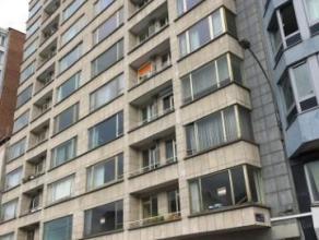 Liège : Bel appartement 2 chambres à rafraîchir avec vue sur le Boulevard d'Avroy à proxmité des commerces et transp