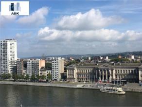Liège : Situé au centre de Liège au 5ème étage de la Tour Kennedy avec une vue panoramique sur la Meuse. Bel appart