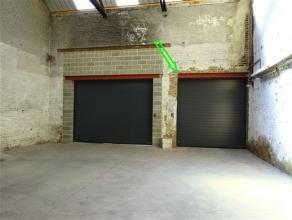 Entrepôt de stockage d'une superficie de 126m² (15x8m) à proximité de toutes commodités. Accès sécuris&e