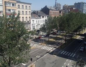 A saisir, appartement à rénover en plein centre ville situé au 5ème étage. Il se compose d'un hall d'entrée,