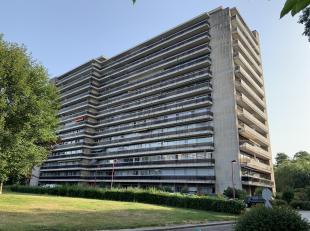 Au 5è étage de la Résidence, un appartement comprenant : hall dentrée (vidéophone) avec débarras, wc, cuisin
