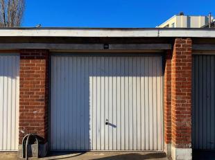 Idéalement situé, 1 BOX DE GARAGE FERME (18M²) Hauteur: 2m - Longeur: 5,5m - Largeur: 2,7M RC: 89euro