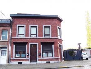 Maison de rapport avec permis d'urbanisme (2007), comprenant : Au rez-de-chaussée : un appartement (possibilité entrée ind&eacute