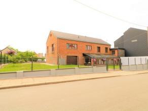 Spacieuse maison offrant de multiples possibilités se composant au rez-de-chaussée: hall d'entrée avec véranda (17m²)