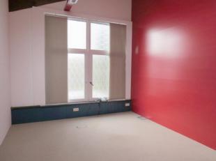 2 ensembles de bureaux à louer au premier étage d'un immeuble idéalement situé ; proche du centre de Namur et à pro