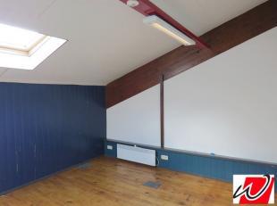 Bureau de 96 m² fraîchement rénové au premier étage d'un ensemble de bureaux, parfaitement équipé et id&