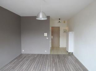 Agréable studio au 3e étage (avec ascenseur), idéalement situé à proximité de tous les services, commerces e