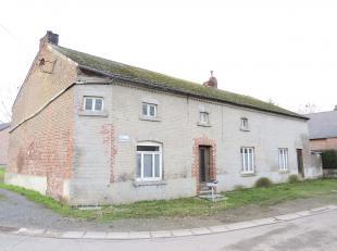Dans le beau village de Fernelmont, cette maison, nécessitant une rénovation complète, offre un potentiel à exploiter gr&a