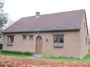Située dans un quartier paisible, cette charmante & très agréable maison type bungalow n'attend plus que vous ! Non loin des