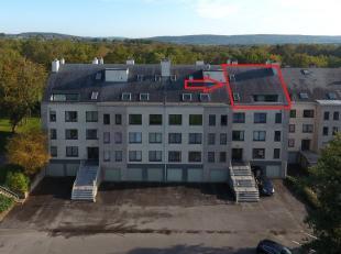 Duplex appartement op de laatste verdieping van een imposant complex, rustig gelegen in een groene omgeving op slechts 2 kilometers van het centrum. M