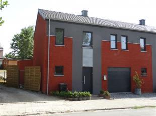 Maison 3 façades de 2013 - 3 chambres - 1 garage - grande terrasse avec jardin - panneaux photovoltaïques - classe énergie B