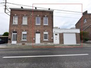 Située sur un axe principal de la Commune d'Ampsin, maison en bon état composée comme suit : au rez-de-chaussée : un salon