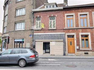 Ancienne maison de commerce composée REZ: salon, SAM, cuisine meublée, bureau, jardin 1°: une chambre, Salle de bains 2°:1 chamb