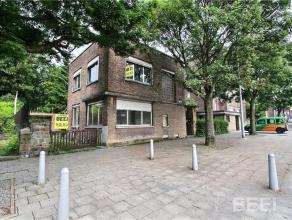 Maison 4 façades, 3 chambres idéalement située, proche de toutes commodités. Hall, séjour,cuis,3 chambres, sdd,4 ca