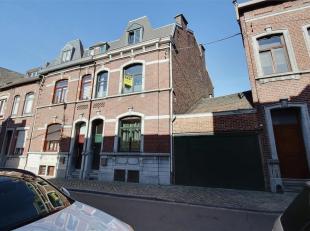"""Grande maison """"3 façades"""" avec garage 3 voitures (65m²) et jardin. Chassis double vitrage, chaudière au gaz, électricit&eacu"""