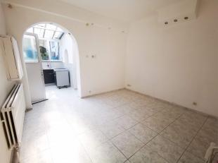 Appartement une chambre au rez de chaussée, entrée independante, cuisine équipée, arrière cuisine, salle de douche,