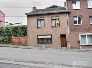 Maison trois façades à rénover, chassis D.V pvc et bois, chauffage : poele à charbon, boiler électrique, éle