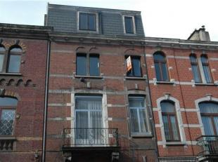 Appartement duplex à 5 min du centre ville de liège et proche de toute commodités. l'appartement se situe sur deux niveaux: le pr