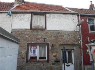 Petite maison à rénover située au calme dans une impasse, elle se compose au rez de : de 3 pièces +1 cour, au 1er é