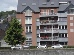 Spacieux appartement entièrement rénové situé au 2ème étage avec terrasse et climatisation.<br /> Hall d'ent