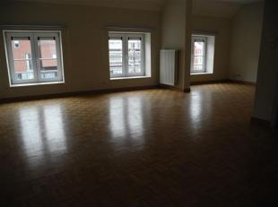 Au deuxième étage, appartement en duplex.<br /> Grand living lumineux en L, avec vue sur la place St Remy.<br /> Cuisine équip&ea