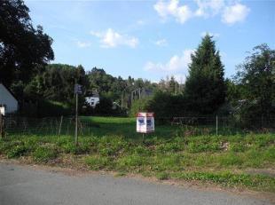 Belle parcelle à bâtir libre de constructeur.Idéalement située, proche de la N 684, E42, N 90. Quai de Lorraine, 784 m&sup2
