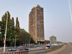 Très bel appartement 2 chambres de 111 m² en plein centre de Liège avec une vue imprenable, au 15ème étage de la R&ea