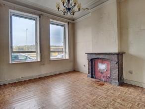Spacieuse maison de 3 chambres (possibilité 5) à rénover. Composée au rdc dun hall, dun salon, dune salle à manger,